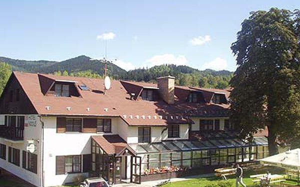 3 dny pro DVĚ OSOBY s polopenzí v hotelu Nodus v Dětřichově u Jeseníku. Možnost využít na zbytek léta, podzim a nebo začátek zimy. Užijte si léta v Jeseníkách, poznejte jejich krásu na podzim a nebo si užívejte zimních radovánek ve vyhlášených střediscích