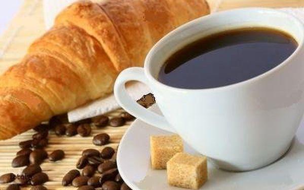 Vychutnejte si během dopoledne vrychlém občerstvení Ave café čerstvý křupavoučký croiassant sčokoládovou nebo marmeládovou příchutí a kafé presso smlékem a cukrem ssebou za pouhých 19 Kč.Tuhle snídani či svačinku si prostě nemůžete nechat ujít.