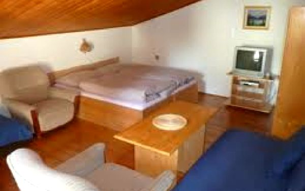 Pronájem pokoje na 2 noci pro 2 osoby v penzionu SPORT ČERMÁK v nejkrásnější lokalitě Harrachova s výhledem na skokanské můstky!