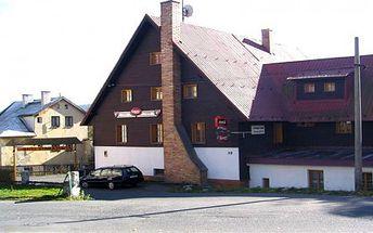 990 Kč v hotelu pro 2 osoby s polopenzí na 3 dny a 2 noci v Krušných horách. Příjemný hotel s rodinnou atmosférou v houbařském a cyklistickém ráji Krušných hor. Tato sleva zahrnuje pobyt pro 2 osoby na 3 dny a 2 noci s polopenzí.