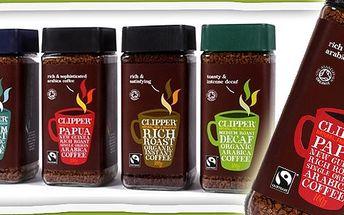 Voňavý polibek z Papuy Nové Guiney! Nadpozemský zážitek z každého doušku mrazem sušené rozpustné kávy Clipper s certifikací Fairtrade a Bio.