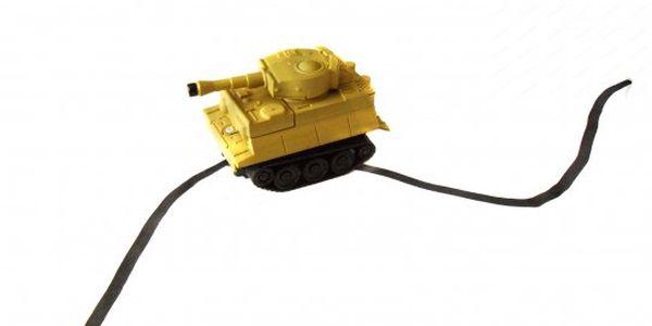 265 Kč za interaktivní tank který jede po předem určené dráze. Bezva hračka s 50% slevou.