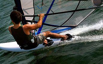 Fantastických 649 Kč za jednodenní výuku windsurfingu na rybníku Bucek! Sleva 36 %!