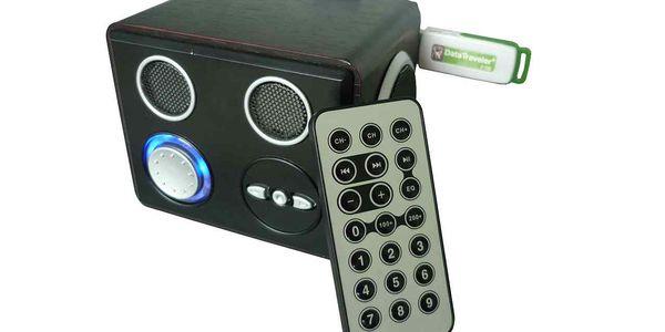 POZOR! BOMBA sleva 60% na přehrávač s dálkovým ovládáním s USB portem, čtečkou karet a připojením k mobilnímu telefonu.
