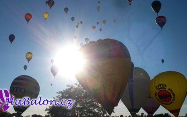 PILOTEM HORKOVZDUŠNÉHO BALONU na zkoušku za 3999 Kč! 50 – 70 minut dlouhý let s jedinečnou příležitostí vyzkoušet si jaké je být pilotem horkovzdušného balonu.