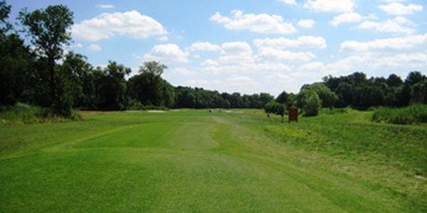 Seznamte se s novým znormovaným golfovým hřištěm v Bítozevsi, které vás překvapí mimo jiné dlouhými jamkami. Green fee 18 jamek, tatranka a voda do bagu, párek + pivo či nealko nápoj po hře, vše se slevou 47% za 470 Kč, 50 min. od Prahy.