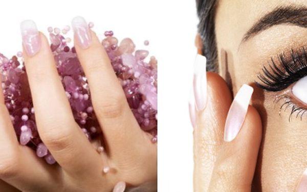 349,- Kč za profesionální modeláž nových nehtů kvalitním UV gelemvčetně francouzské manikúry a krásného zdobení.