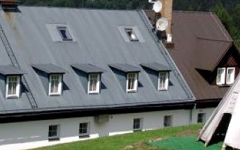 Přijeďte strávit jeden z posledních letních víkendů se svými dětmi do Krkonoš, na Chatu Hubertku. Nabízíme vám víkend s polopenzí za 1750 Kč!