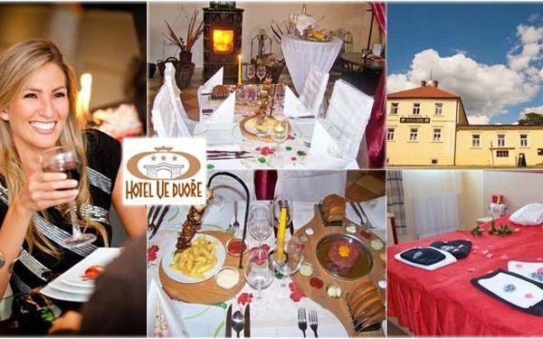 2 399 Kč za 3DENNÍ ROMANTICKÝ pobyt pro 2 osoby s večeří při svíčkách, perličkovou koupelí a masáží nohou, vstupem do unikátního Muzea smíchu…Rozmazlujte se v Hotelu ve Dvoře!