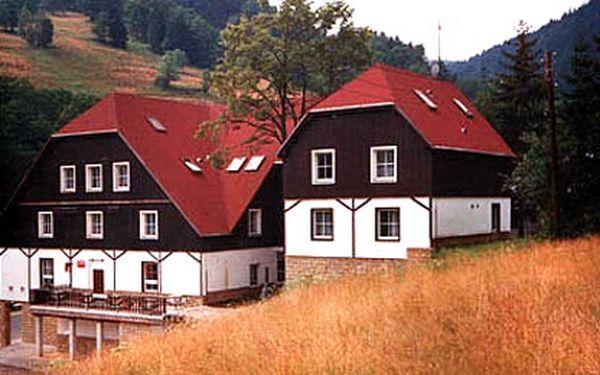 Zarelaxujte si v přírodě a naberte nové síly uprostřed Krkonošského národního parku. Víkendový pobyt s polopenzí pro dvě osoby na hotelu Hela za pouhých 1264 Kč. Krkonoše patří k jednomu z nejvyhledávanějších turistických míst v České republice. Dokonalá příroda láká k výletům na kole či pěšky a romantické prostředí poseté hrady, zámky a zříceninami ve Vás vyvolá touhu po poznávání. Tři dny a dvě noci na hotelu Hela se slevou 52%.