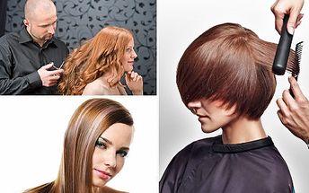 Nový střih a hloubková regenerace pro krásný vlas na dlouhý čas. Profesionální ošetření poškozených vlasů a trendy střih s 75% slevou.