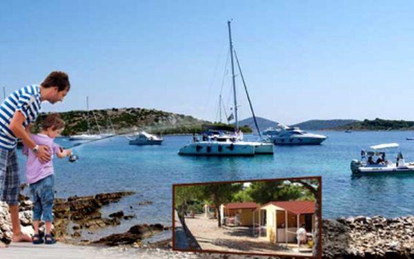 Osmidenní pobyt ve 4-lůžkové chatě v nejlepším chorvatském kempu s vlastní dopravou za 3490 Kč! Nechte starosti za sebou a vydejte se na cestu za odpočinkem u moře.