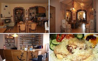 Nejoblíbenější specialita vyhlášené restaurace Na Růžku v Dobřanech nyní za skvělou cenu 169 Kč pro dvě osoby! Přijďte si pochutnat na výborné kuřecí pyramidě s bramboráčky.