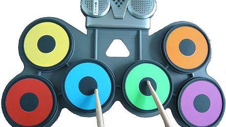 Elektronické bicí za 2097 Kč pro všechny, kteří si bicí vždy přáli, ale neměli doma dost místa. Staňte se hvězdou každé párty, večírku či oslavy nebo si prostě jen zahrajte sami pro sebe. Rozměry bicích 620 x 395 x 33 mm a 1429 g. Obsahují 6 padů, demo, režim učení. Součástí balení jsou paličky a adaptér do sítě elektrického napětí. Mohou být napájeny také bateriemi AA. Kompaktní design vhodný pro každého, kdo chce mít svoje bicí stále po ruce.