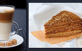 Příjemné posezení v kavárně a dětské herně Duhový ráj - 2x café Latté a 2x medovník jen za 54 Kč!