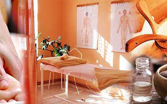 Masáž celých nohou + relaxace v sauně a aromaterapie s vůní eukaliptu či máty na pročištění horních cest dýchacích!! To je ten pravý relaxační balíček odpočinku!