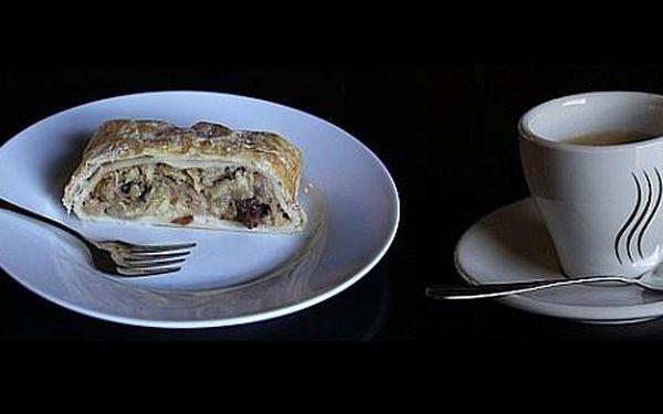 """Originalní nekuřácká kavárna """"origami café"""" Vás zve na 2 prvotřídní espressa nebo čaj Harney & Sons a 2 domácí koláče dle aktuální nabídky se slevou 46%"""