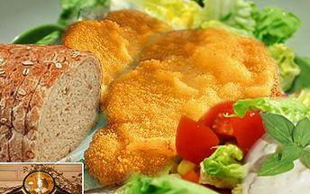 Půl kila smažených řízků, to je výzva pro partu jedlíků. Sleva 50 % na 500 g smažených vepřových a kuřecích řízků, pečivo, dresing a nezbytnou zeleninu.