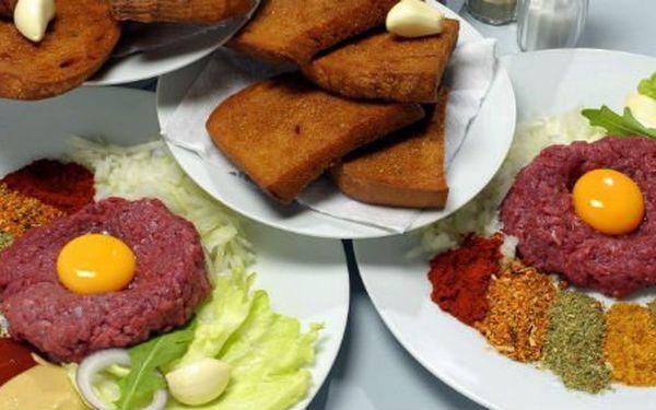 99 Kč za DVĚ porce vynikajícího tatarského bifteku s dvanácti topinkami. Výzva pro všechny labužníky se slevou 61 %.