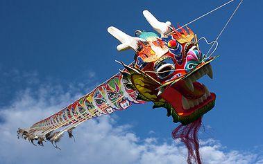 Staňte se vládci podzimní oblohy s nádherným pětimetrovým čínským létajícím drakem! Potěšte své ratolesti nebo si Vy sami užijte návrat do dětství za skvělou cenu 799 Kč!