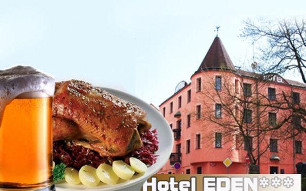 Přijďte si na klasickou českou hostinu s přáteli do hotelu Eden! Domácí pečená kachna, zelí bílé i červené, špek. a houskový knedlík, pro 4 osoby, a samozřejmě nesmí chybět 4x pivo 0,3l! Místo 890 Kč zaplatíte nyní pouze 249 Kč!