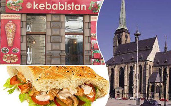 50% SLEVA ! Zaplaťte jen 47 Kč místo 94 Kč za vynikající kebab classic (DÖNER) z čerstvého masa + výběr ze tří druhů nápojů v restauraci Kebabistan