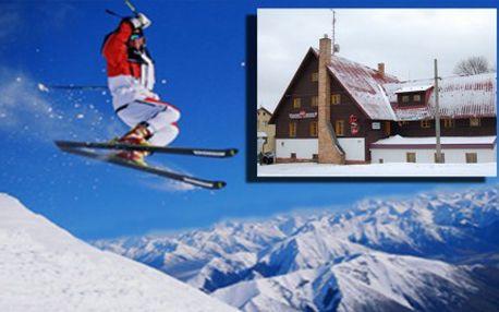LYŽAŘSKÝ TÝDEN NA HORÁCH. Týdenní pobyt v rodinném hotýlku se snídaní jen 300 m od běžeckých stop, 6 km od Božího Daru a 12 km od SKI areálu Klínovec. Příjemný hotel s rodinnou atmosférou v lyžařském regionu Krušných hor. Užijte si pohodu, super lyžovačku a skvělé výlety po okolí.