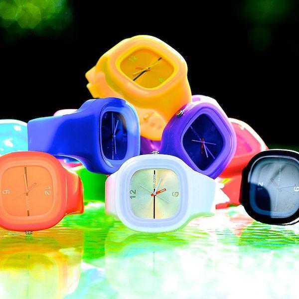 85 Kč za unisex hodinky ve stylu Color Square v hodnotě 249 Kč