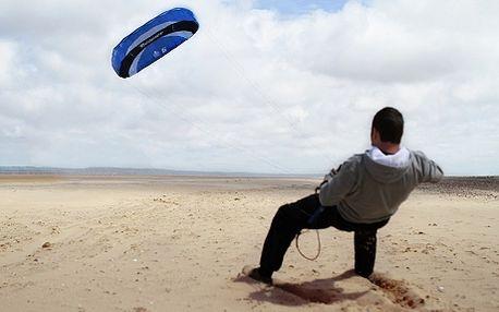 Kurz powerkitingu za 550 Kč – ovládání tažného draka na travnatých plochách jako základní výuka pro landkiting, snowkiting nebo kitesurfing! Chcete zkusit něco nového? Kiting je ideální nápad. Během jednoho dne Vás naučíme jak ovládat kite na trávě a než zapadne slunce, budete přesně vědět, jak se vyhnout jakékoliv případné překážce. Přijdtě vyzkoušet nový zážitek!
