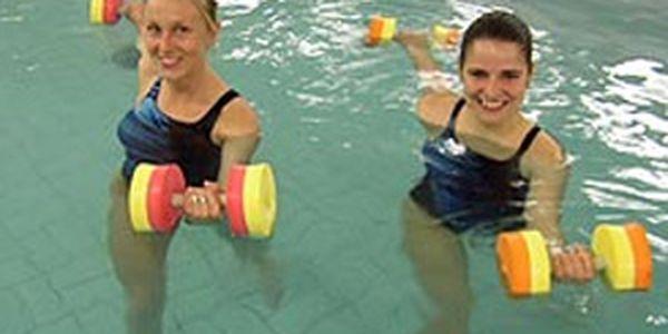 Šetrné a zábavné cvičení to je Aqua aerobic Hany Dolenské. 10 lekcí blahodárného aerobního cvičení ve vodě s 40% slevou! Hubněte s úsměvem na rtech, v Praze Hloubětíně nebo na Strahově.