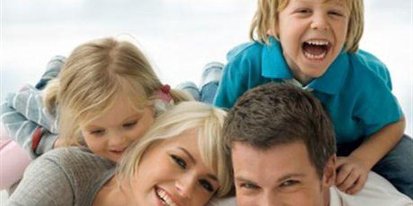 KURZ PRVNÍ POMOCI DĚTEM – pro rodiče - Úraz se může stát i Vašemu dítěti. Naučte se, jak tuto stresovou situaci řešit. Buďte si jistí, že zvládnete případy, ve kterých je ohrožen život Vašeho dítěte. Naučíte se, jak dítěti poskytnout nezbytnou první pomoc. Dítě se dusí? Opařilo se? Je vbezvědomí? Nedýchá? To jsou noční můry všech rodičů. Zveme všechny (i nastávající) mamky a taťky, prarodiče, profesionální chůvy, vychovatelky, učitele a učitelky, pomocný personál ve školách, školkách a jeslích.