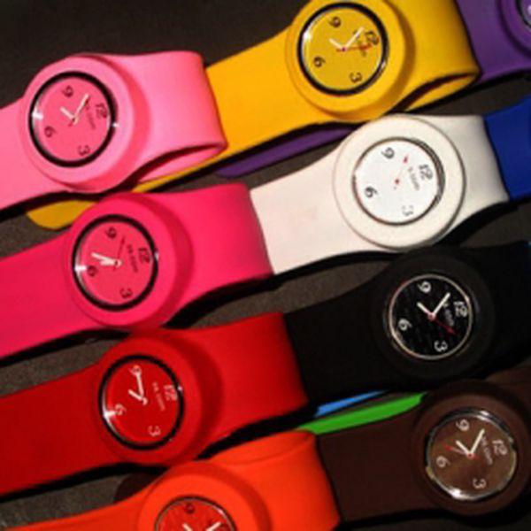 Silikonové hodinky Slap'n'GO jsou tady! Úžasný stylový doplněk s unikátním páskem, který se hodí ke všemu! Vybírejte z osmi barev. U nás jen za 133 Kč!