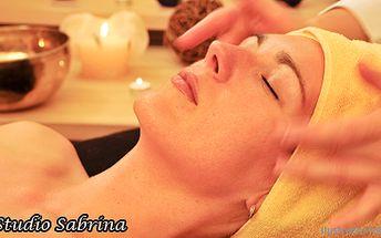 Dokonalé uvolnění při zdravotní a relaxační masáži a jako perlička na konec antistresová aroma masáž hlavy, obličeje a šíje. Dobijte si energii a pohodu ve studiu Sabrina jen za 250 Kč!