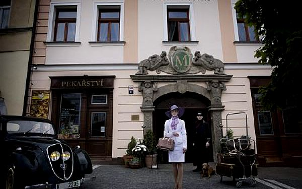4-denní VÁNOČNÍ pobytový balíček pro DVA s wellness procedurami a relaxačními službami a Vánočním překvapením. V **** hotelu Morris v České Lípě. V PRODEJI JEN 25 KUPONŮ.