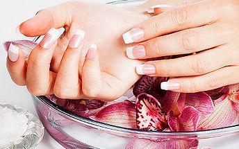 Jen 299 Kč za zpevnění přírodních nehtů gelem, lakování a medový parafínový zábal! Ruce jsou Vaše vizitka - v každodenním kontaktu si lidé všimnou právě jich. Ruce podáváte při zdravení i loučení, na pracovišti i mezi známými. Dopřejte si dokonalou péči o nehty a ruce se skvělou slevou 49%!