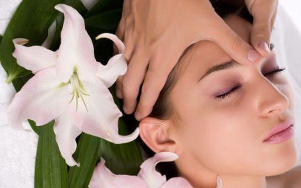 Kosmetický relaxační balíček: MASÁŽ OBLIČEJE a dekoltu, pleťová maska a úprava OBOČÍ. Nechte se hýčkat a buďte krásná za úžasných 129 Kč!