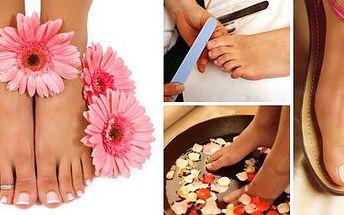 Profesionální mokrá pedikúra + půlhodinová reflexní masáž chodidel!! Hýčkejte své nožky a dopřejte si luxus nyní s 50% slevou! Využijte této neodolatelné nabídky a nechte své nohy odpočinout...