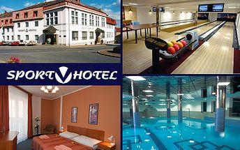 Zimní romantický pobyt pro dva na dvě noci ve ****hotelu v Hrotovicích na Vysočině. V ceně 3280 Kč polopenze, víno, wellness, sauna, kulečník, squash a víc! Užijte si relax i zábavu se slevou 51 %!
