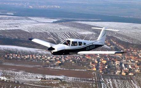 20 minut letu v Piper Arrow – čtyřmístném letounu pro výcvik profesionálních pilotů s možností řízení letadla.
