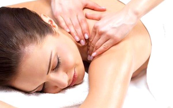 Vyzkoušejte skvělé studio Evy Chytilové a užijte si skvělou péči o vaše tělo. 30ti minutová masáž šíje a zad se 40% slevou