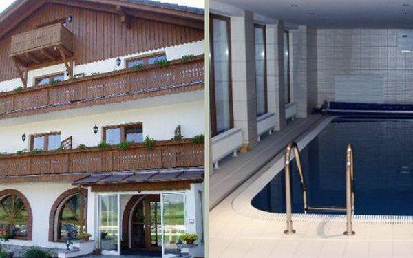 Třídenní podzimní relaxace po 2 osoby v penzionu St Leonhard na Šumavě za 1800 Kč. Cena zahrnuje ubytování na 2 noci pro 2 osoby s bohatými snídaněmi, relaxací v hotelovém bazénu a sauně.