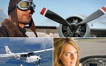 Vyhlídkový let s vlastní trasou a možností pilotování. Pro vás a další dva kamarády. 50% sleva na 30 minutový vyhlídkový let nad Plzní pro 3 osoby.