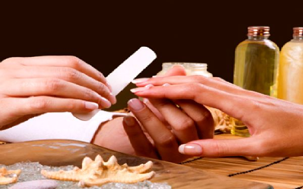 Klasická manikúra a peeling s výživnou maskou zn. Cuccio pro Vaše ruce. Dopřejte si zkrášlující proceduru pro Vaše ruce. KRÁSNĚ UPRAVENÉ NEHTY JSOU VAŠÍ VIZITKOU. Po proceduře budou Vaše ruce maximálně zrelaxovány, vyživeny a posíleny!