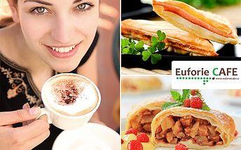 Pochutnejte si na dvouchodovém kavárenském menu ve stylu 90. let. S 40% slevou si dejte zapečený toust, presso, závin se zmrzlinou a nápoj dle vlastního výběru.