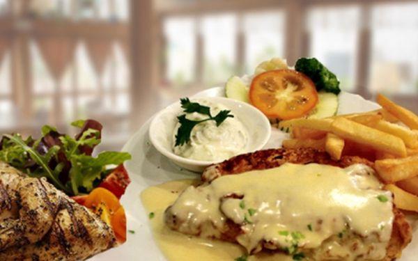 Kuřecí nebo vepřový plátek se smetanovo sýrovým přelivem + hranolky + 0,3l točené Kofoly v kavárně Galaxie! Za oběd pro 1 osobu zaplatíte pouze 65 Kč!
