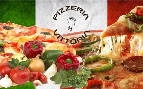 Pravá velká italská pizza (průměr 33 cm) z pece na dubovém dřevě (výběr ze 30 druhů pizz)! Náš degustátor tuto restauraci prověřil a doporučuje ji!
