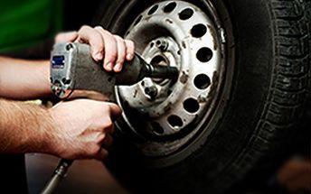 Skvělých 499 Kč za kompletní přezutí a vyvážení pneumatik na Vašem voze. Nechte si připravit svého mazlíčka na zimu, aniž byste si ušpinili ruce! Přezouvání bude letos poprvé povinné, neváhejte využít této akce se slevou 38%!