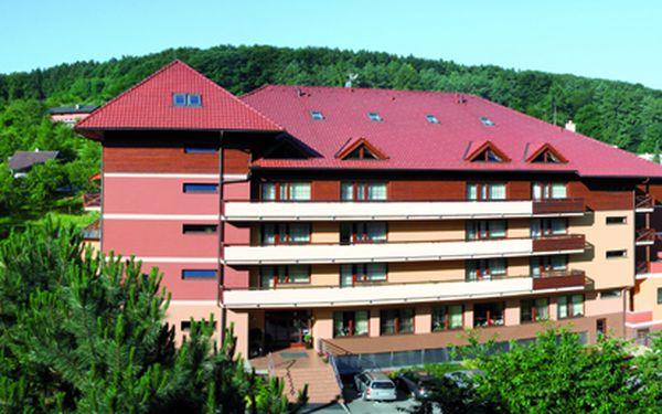 Zažijte čtyřdenní relaxaci v úžasném wellness hotelu Ambra v Luhačovicích jen za 2 999 Kč pro 1 osobu na 3 noci včetně snídaně. Odpočinete si a po pár dnech relaxace budete odjíždět jako znovuzrození.
