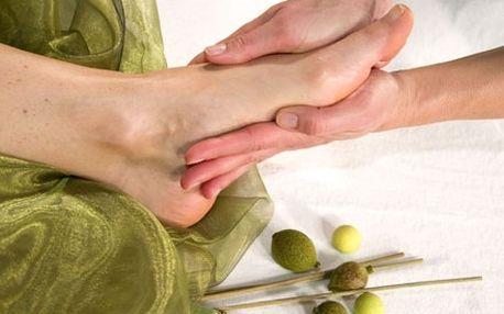 Luxusní olivová masáž chodidel pro suchou a jemnou pokožku včetně koupele na uvolnění a regeneračního zábalu.