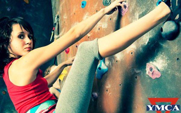 Horolezci a horolezkyně, užijte si v teple lezení na umělé stěně. 60% sleva na lezení na umělé stěně pro 2 osoby v Lezeckém centru YMCA a Etiopská káva espresso.